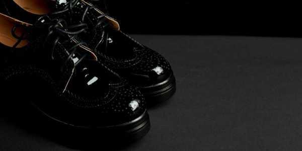 Stringate da donna: la scarpa per un look chic e di classe